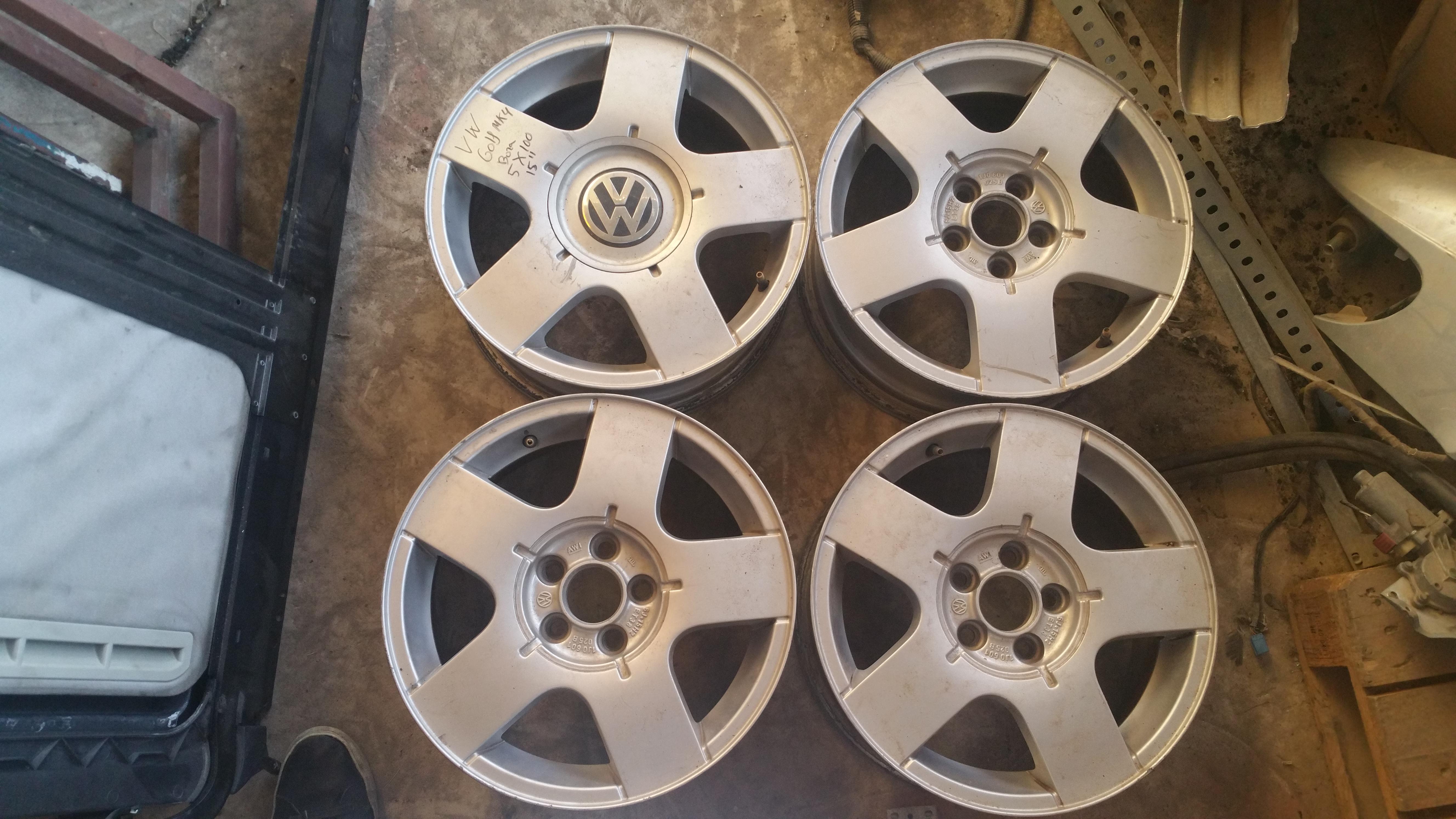 """Juego de 4 llantas Originales Volkswagen Golf Mk4 15"""" PCD 5X100"""